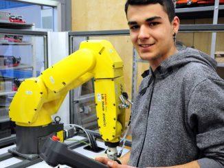 Tecnologia in Valle Belbo: Apro studia il settore della meccanica 1