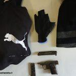 Uomo armato rapina titolare di una sala giochi: arrestato dagli agenti