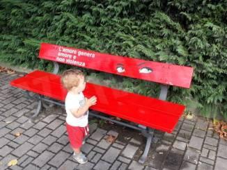 A Montà due panchine rosse contro la violenza sulle donne