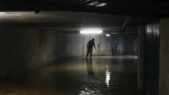 Sottopassi e garages allagati a San Cassiano e in corso Europa 6