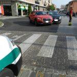 Due incidenti a Bra, si cercano testimoni di un investimento in via Vittorio Veneto