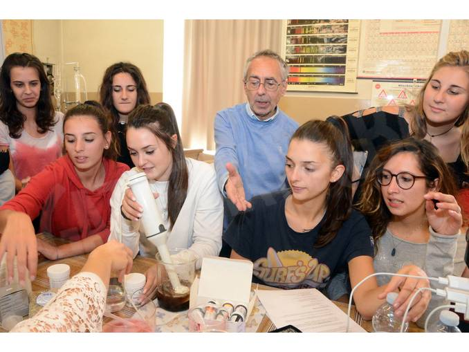 Cucina molecolare liceo da Vinci prof Pierluigi Galluccio (2)