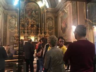 Folla di fedeli per venerare la reliquia di San Giovanni Paolo II