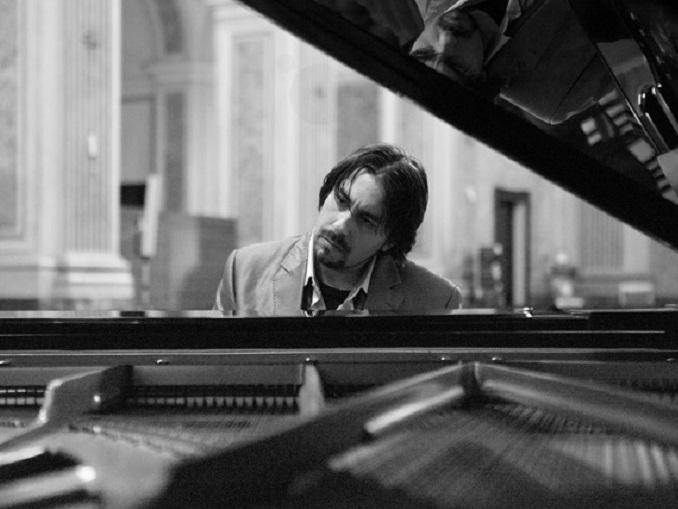 Foto CLaudio al piano