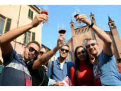 Una folla di appassionati alla 20ª Festa del vino, ecco le foto 3