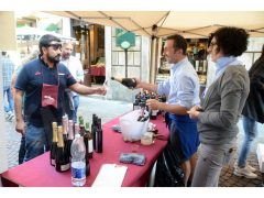 Una folla di appassionati alla 20ª Festa del vino, ecco le foto 9