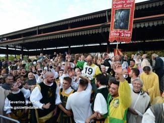Palio degli asini: trionfa Moretta, mai un borgo aveva vinto sfilata e Palio