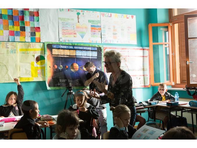 Simone-Martinetto con gli alunni a Govone Foto Virginia-Farina (8)