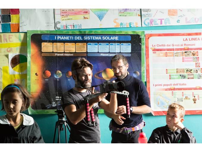 Simone-Martinetto con gli alunni a Govone Foto Virginia-Farina (9)