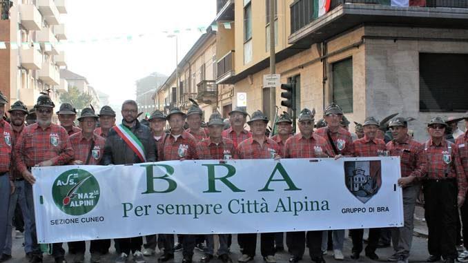 Anche gli alpini di Bra al raduno di Vercelli del primo Raggruppamento 1