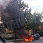 Nel pomeriggio di domenica un'auto va a fuoco in corso Europa ad Alba