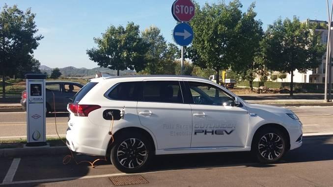 Attiva la prima colonnina pubblica per la ricarica di veicoli elettrici