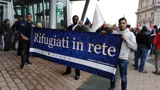 """La cooperativa Alice in piazza per dire: """"No"""" al decreto Salvini"""