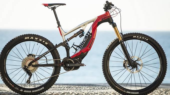 Nasce l'esclusiva e-mountain bike griffata Thok e Ducati