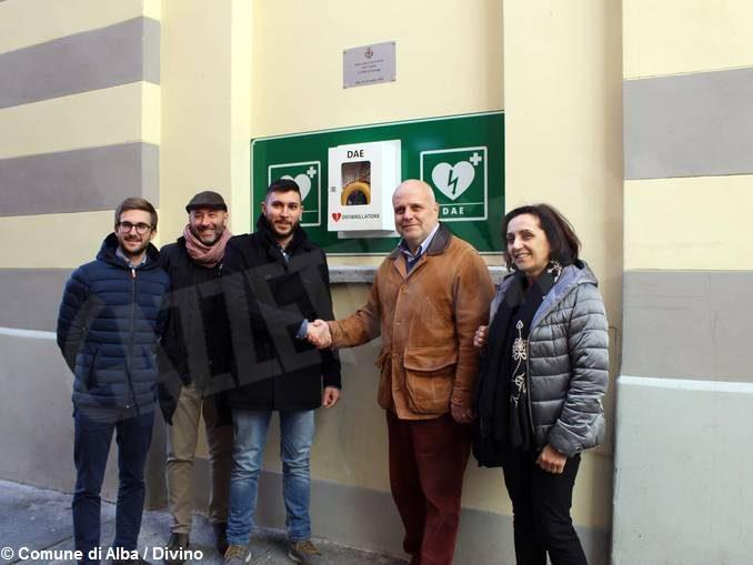 Inaugurato un nuovo defibrillatore per il centro storico di Alba 1