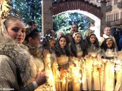 Il Natale si avvicina: in piazza Duomo da Alba ci sono albero e presepe 1