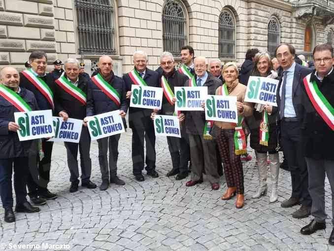 Asti-Cuneo: la protesta dei sindaci davanti al prefetto 3