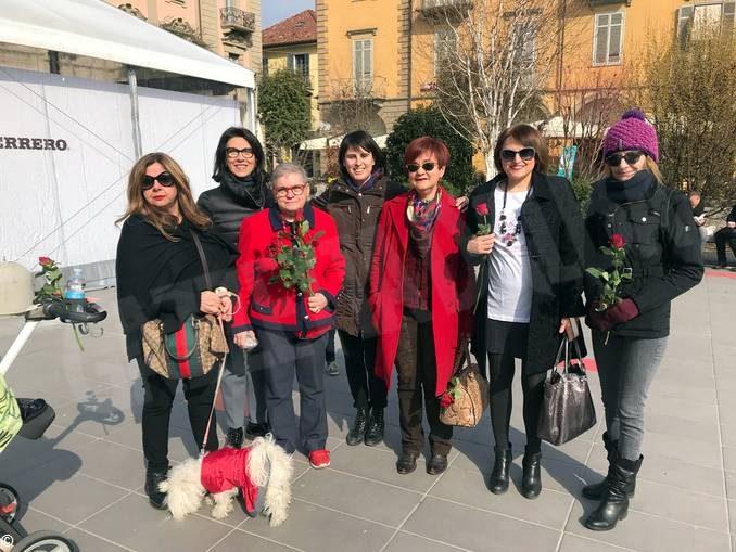Scarpe rosse in piazza contro la violenza sulle donne