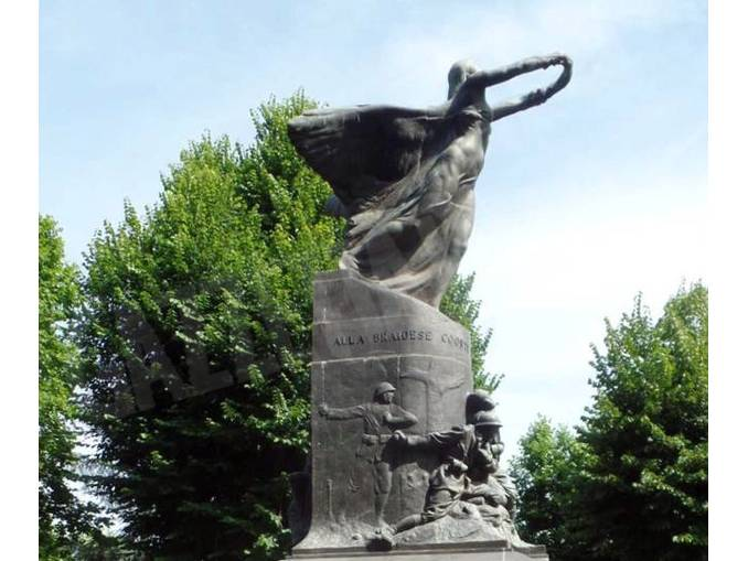 monumento-piazza-roma-bra2