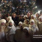 Acceso da Maria Franca l'albero di Natale donato dalla famiglia Ferrero