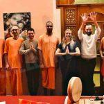 Quattro giovani Hare Krishna nelle vie di Bra e Alba