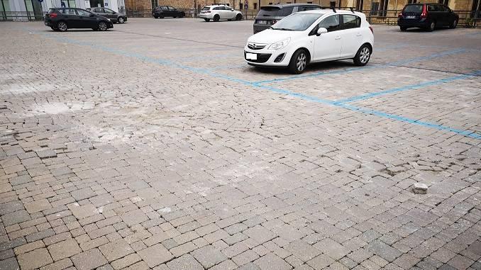 35 mila euro per rifare il pavimento dissestato del parcheggio dell'ex Convitto