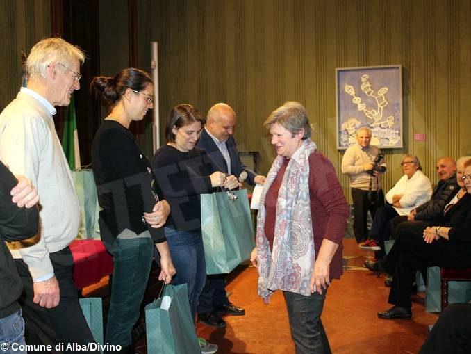Gli auguri ai 54 nonni civici impegnati in diverse attività cittadine