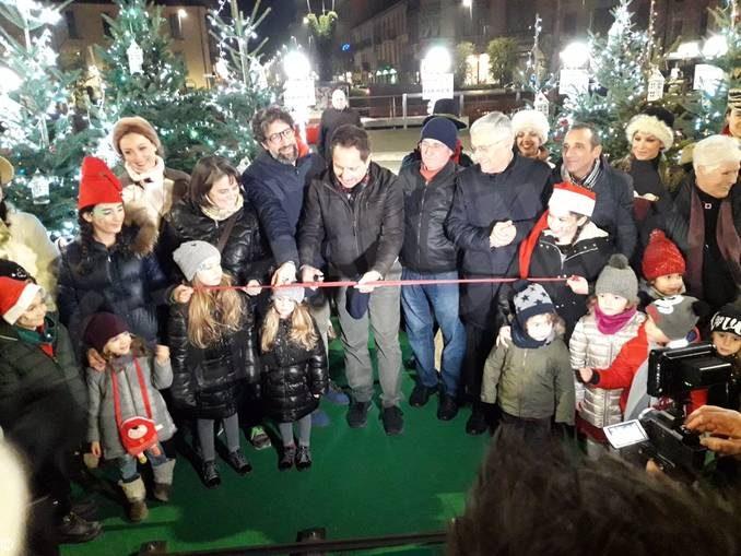 Inaugurato il villaggio di Natale Egea in piazza Ferrero da Alba 1