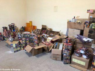La Guardia di finanza sequestra 200 chili di fuochi d'artificio
