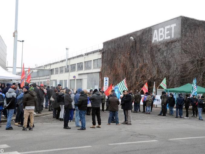Abet: lavoratori in sciopero contro i 112 licenziamenti annunciati