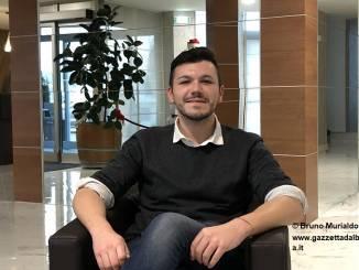 """Federico Bertorello: il """"receptionist"""" roerino che parla 17 lingue"""