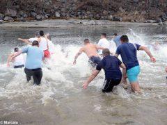Un tuffo nelle acque del Tanaro per l