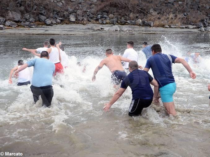 Un tuffo nelle acque del Tanaro per l'Epifania ortodossa