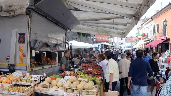 Murazzano: il Comune boccia i distributori sulla piazza