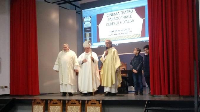 Il vescovo Brunetti ha inaugurato il rinnovato cinema-teatro di Ceresole