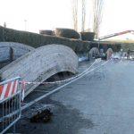 Alba: nel villaggio San Cassiano l'addio ai ponticelli in legno