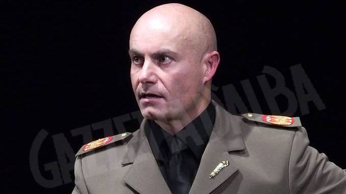 Mussolini visto da Tom Corradini in scena all'H zone