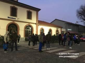Soppresso il treno Alba-Torino delle 7.07, pendolari al freddo alla stazione di Alba