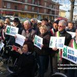 Asti-Cuneo: protesta dei sindaci in cima alla salita del Bergoglio