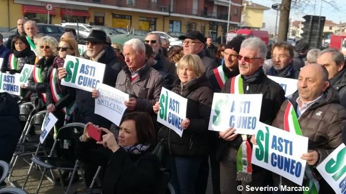 Asti-Cuneo: protesta dei sindaci alla salita del Bergoglio