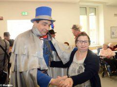 È Carnevale. Le maschere della Famija albèisa incontrano gli ospiti delle case di cura 2