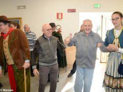 È Carnevale. Le maschere della Famija albèisa incontrano gli ospiti delle case di cura 3