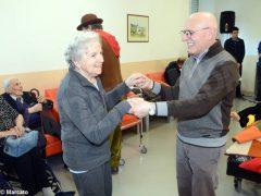 È Carnevale. Le maschere della Famija albèisa incontrano gli ospiti delle case di cura 4