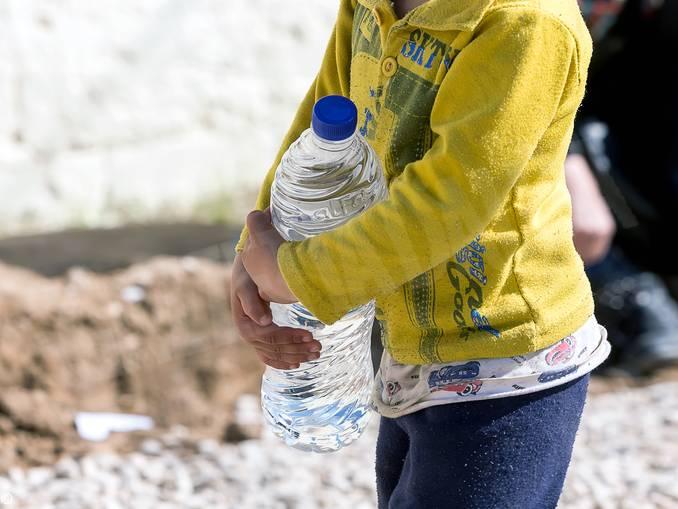 bambino bottiglia acqua