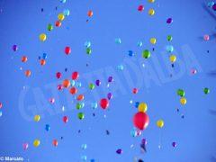 La pace è servita! Circa 300 persone hanno lanciato in cielo i palloncini