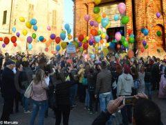La pace è servita! Circa 300 persone hanno lanciato in cielo i palloncini 1