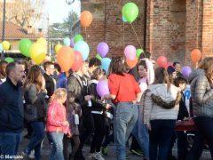 La pace è servita! Circa 300 persone hanno lanciato in cielo i palloncini 2