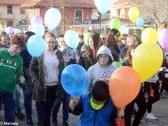 La pace è servita! Circa 300 persone hanno lanciato in cielo i palloncini 3