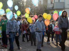La pace è servita! Circa 300 persone hanno lanciato in cielo i palloncini 4