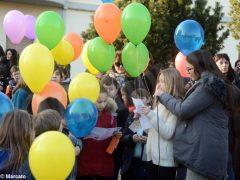 La pace è servita! Circa 300 persone hanno lanciato in cielo i palloncini 6